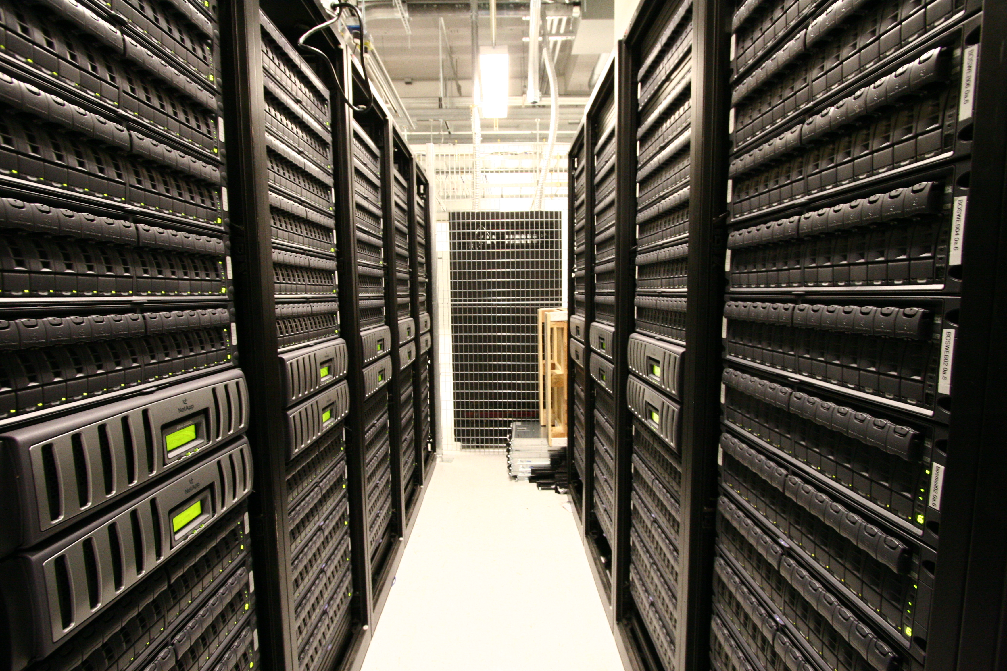 Server Room Photography : Free data center photos